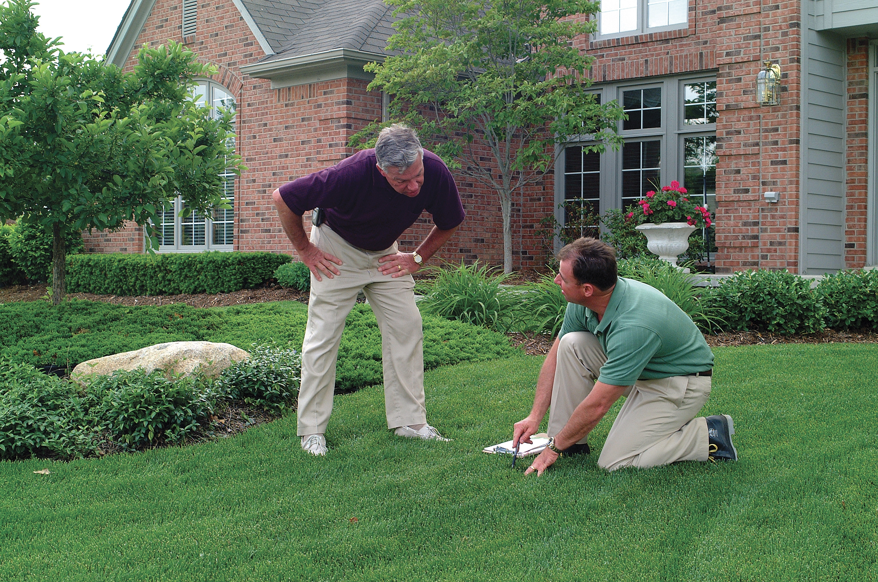 Professional Lawn Care Company in Summit New Jersey | 1.888.Lawntec Services Inc.